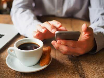 友情結婚交際中ふたりのちょうどよい連絡頻度とは?